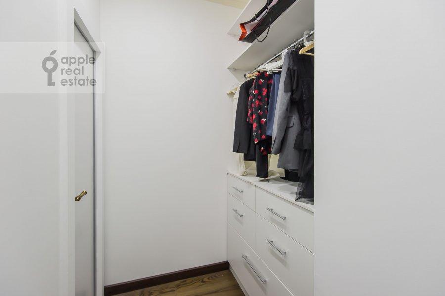 Гардеробная комната / Постирочная комната / Кладовая комната в квартире-студии по адресу Ходынская ул 2