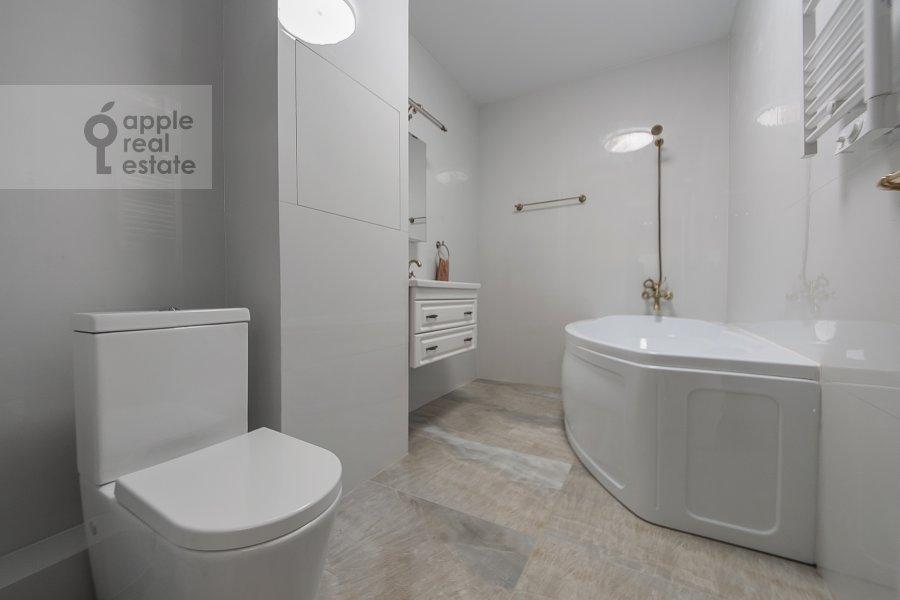 Санузел в 3-комнатной квартире по адресу Ленинградский проспект 29к4