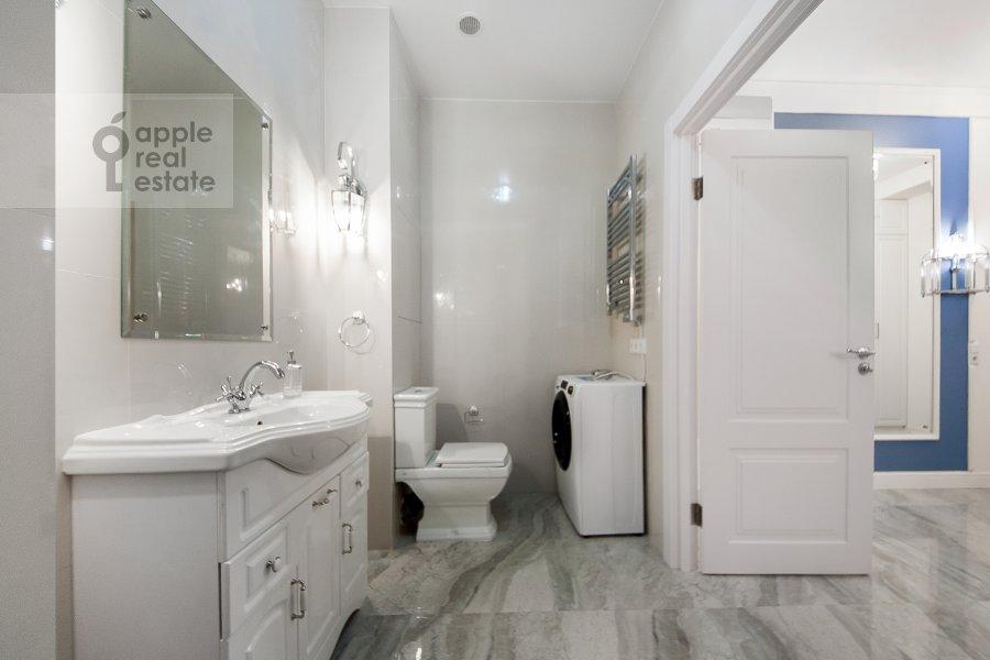 Bathroom of the 3-room apartment at Leningradskiy prospekt 29k4
