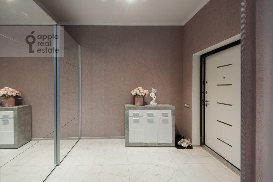 Коридор в квартире-студии по адресу Берзарина 28а к1