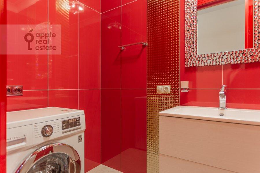 Bathroom of the 2-room apartment at Nezhinskaya ulitsa 1k3