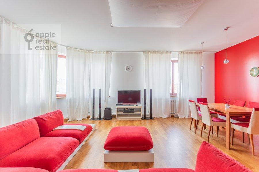 Living room of the 2-room apartment at Grokhol'skiy pereulok 28