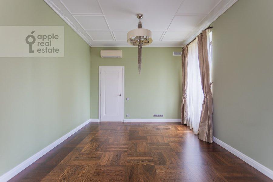 Детская комната / Кабинет в 4-комнатной квартире по адресу Цветной бульвар 15к2