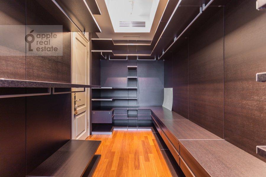 Гардеробная комната / Постирочная комната / Кладовая комната в 3-комнатной квартире по адресу 2-й Казачий переулок 4с1