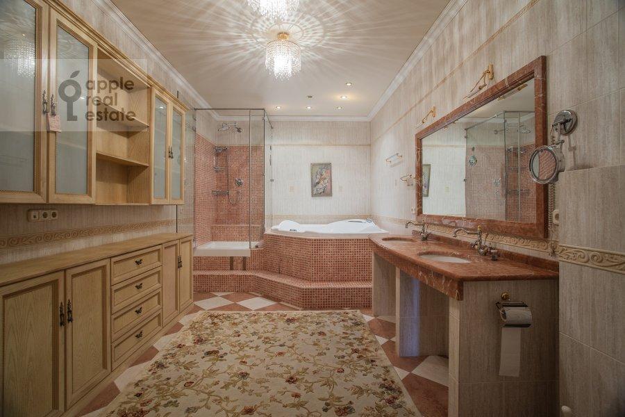 Санузел в 6-комнатной квартире по адресу 5-й Войковский проезд 8к1