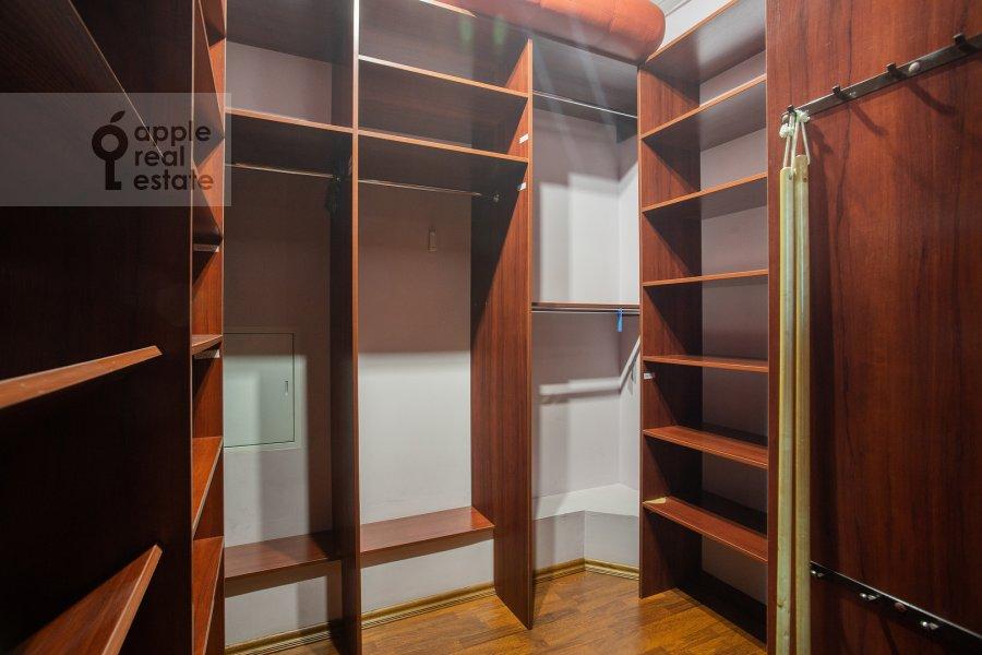 Гардеробная комната / Постирочная комната / Кладовая комната в 6-комнатной квартире по адресу 5-й Войковский проезд 8к1