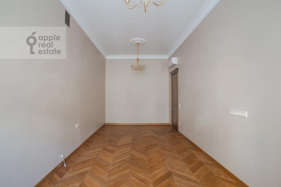 Children's room / Cabinet of the 3-room apartment at Gusyatnikov pereulok 4S4