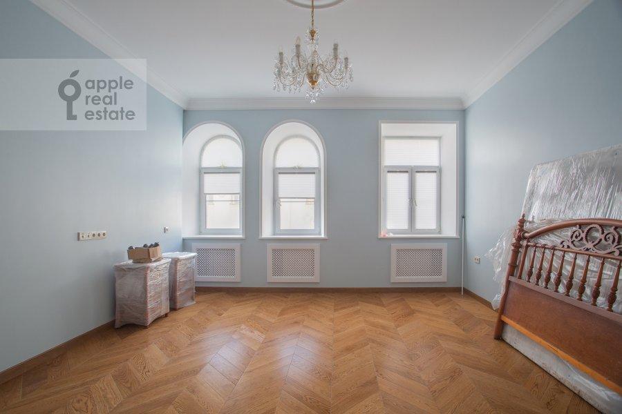 Bedroom of the 3-room apartment at Gusyatnikov pereulok 4S4