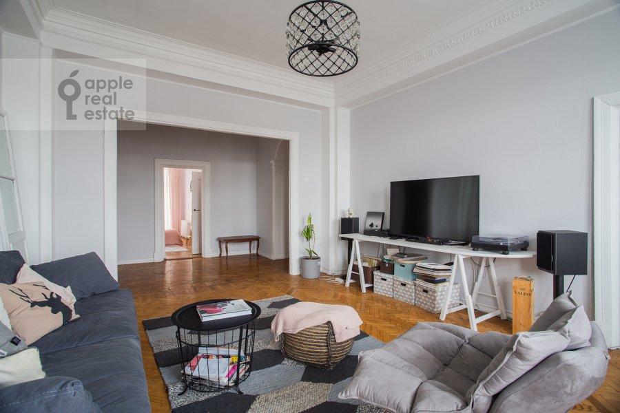 Living room of the 4-room apartment at Goncharnaya ulitsa 26k1