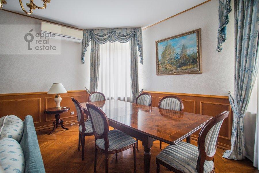 Гостиная в 4-комнатной квартире по адресу 2-я Тверская-Ямская улица 54