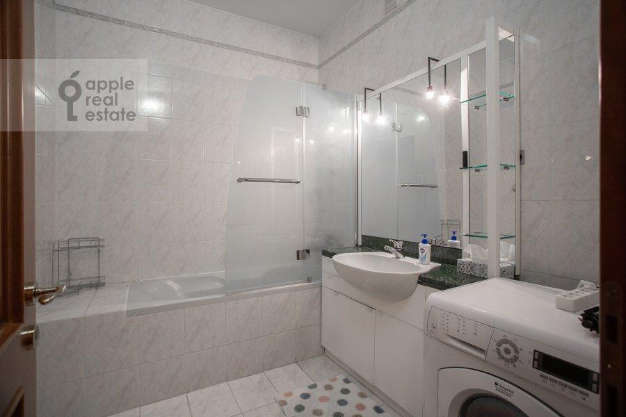 Санузел в 4-комнатной квартире по адресу 2-я Тверская-Ямская улица 54