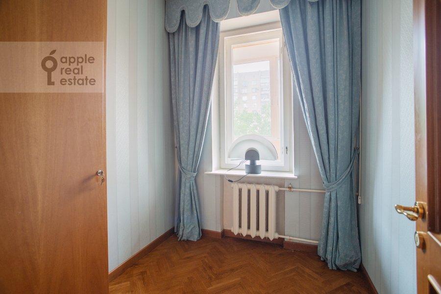 Гардеробная комната / Постирочная комната / Кладовая комната в 4-комнатной квартире по адресу 2-я Тверская-Ямская улица 54