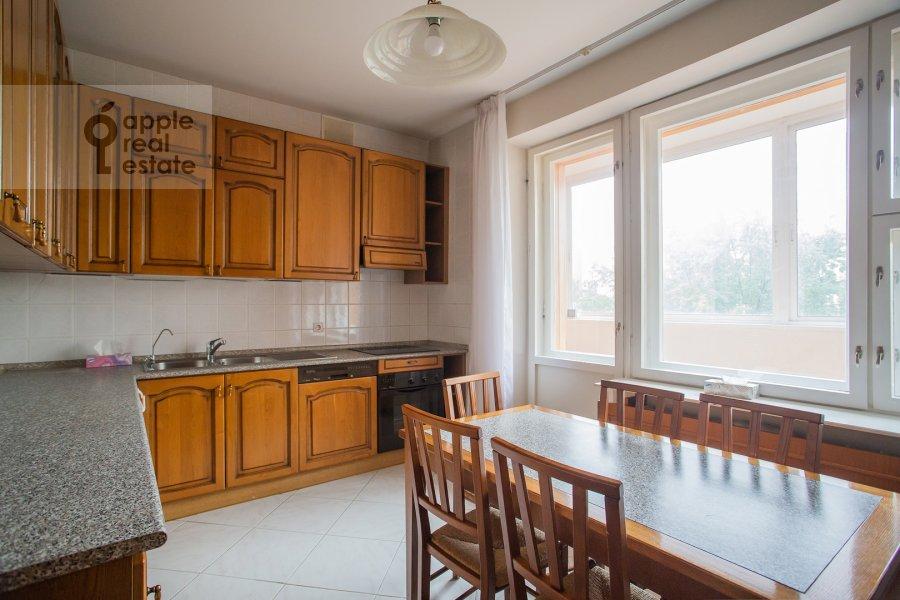 Кухня в 4-комнатной квартире по адресу 2-я Тверская-Ямская улица 54