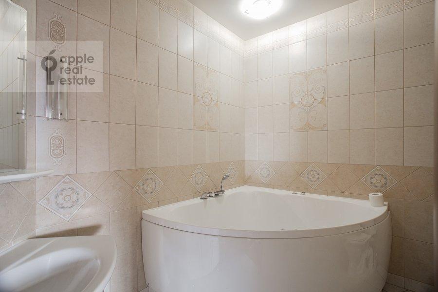 Санузел в 4-комнатной квартире по адресу Мичуринский проспект 6к1