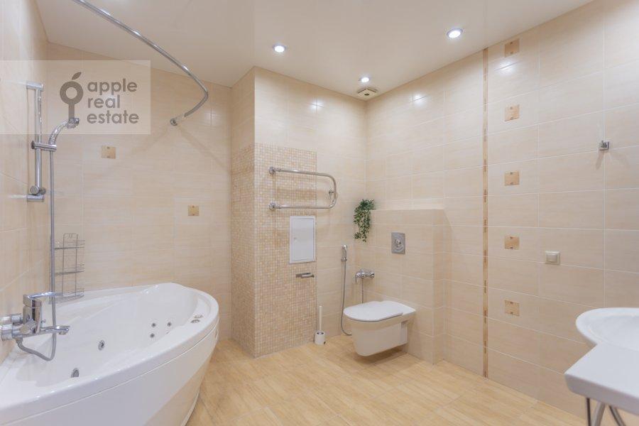 Bathroom of the 3-room apartment at Protopopovskiy pereulok 17s3