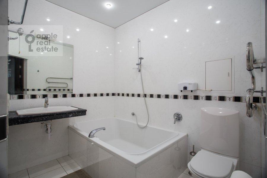 Bathroom of the 3-room apartment at Leningradskiy prospekt 76k4