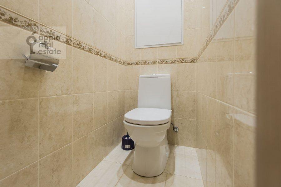Bathroom of the 4-room apartment at Sharikopodshipnikovskaya ulitsa 2