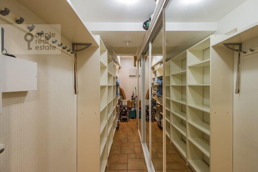 Walk-in closet / Laundry room / Storage room of the 4-room apartment at Nikulinskaya ulitsa 27