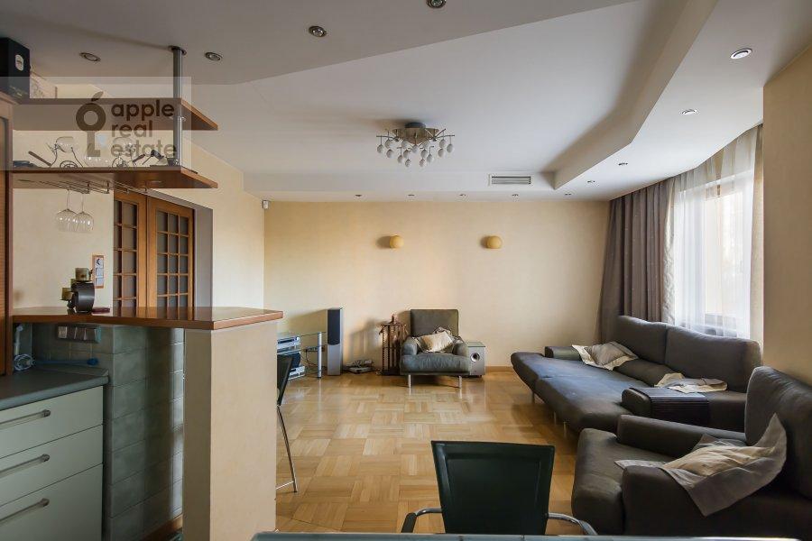 Living room of the 4-room apartment at Nikulinskaya ulitsa 27