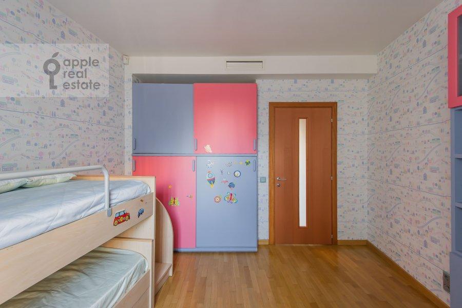 Children's room / Cabinet of the 4-room apartment at Nikulinskaya ulitsa 27