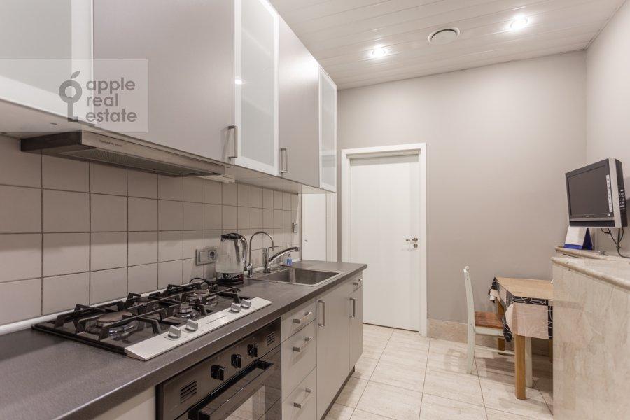 Гардеробная комната / Постирочная комната / Кладовая комната в 6-комнатной квартире по адресу Таманская улица 7к3