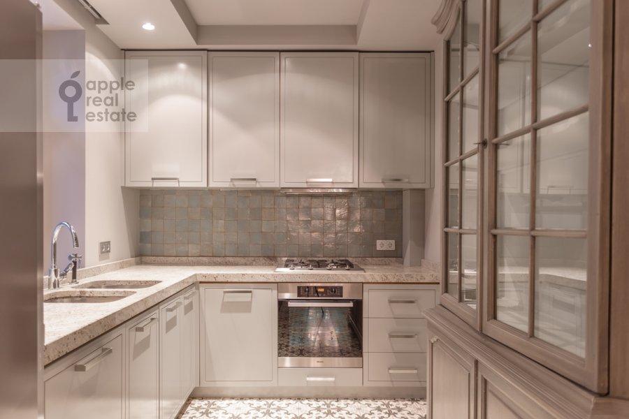 Кухня в 6-комнатной квартире по адресу Таманская улица 7к3