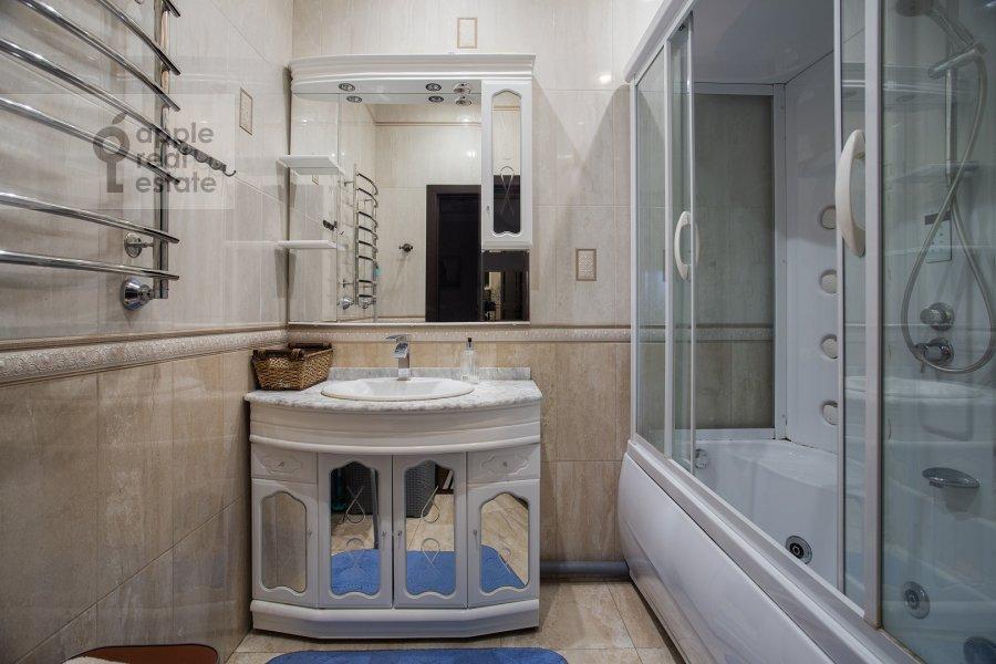 Санузел в 3-комнатной квартире по адресу Чертановская улица 38к2