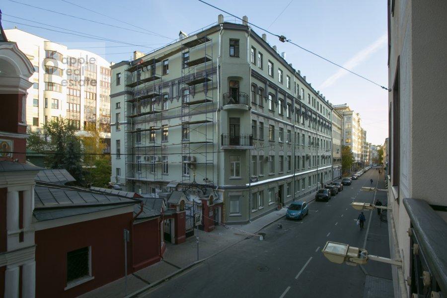 Вид из окна в 2-комнатной квартире по адресу Филипповский переулок 13c2