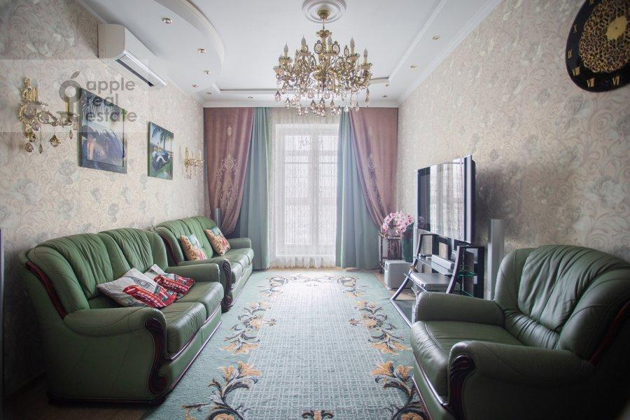 Living room of the 2-room apartment at Mytnaya ulitsa 7s1