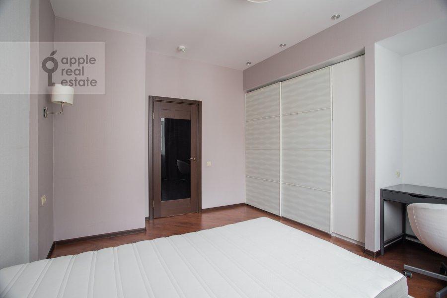Спальня в 3-комнатной квартире по адресу Авиационная улица 77