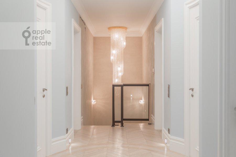 Коридор в 6-комнатной квартире по адресу Раменки 20