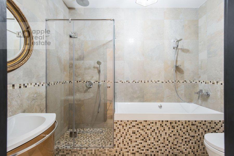 Bathroom of the 4-room apartment at Bol'shaya Gruzinskaya ulitsa 69