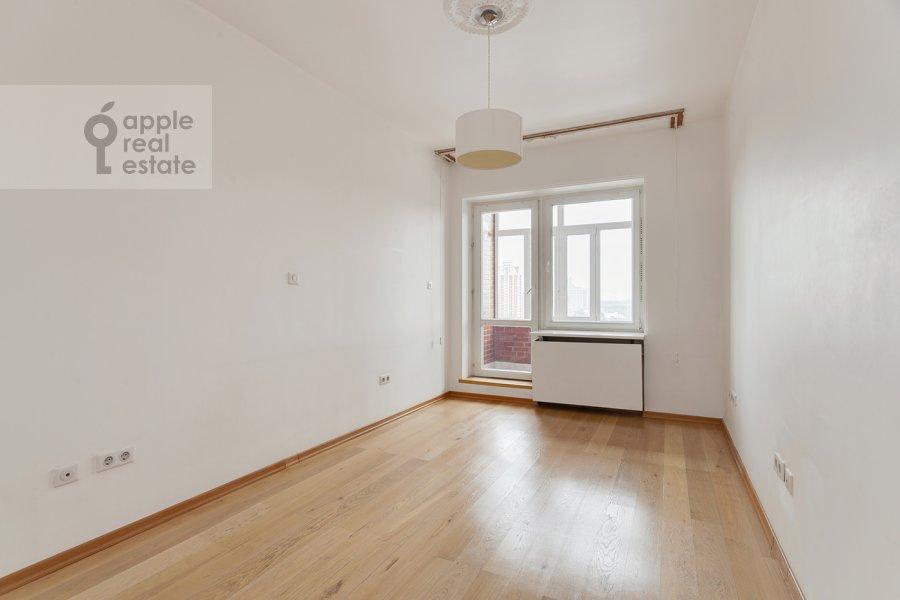 Спальня в 4-комнатной квартире по адресу Вересаева 6