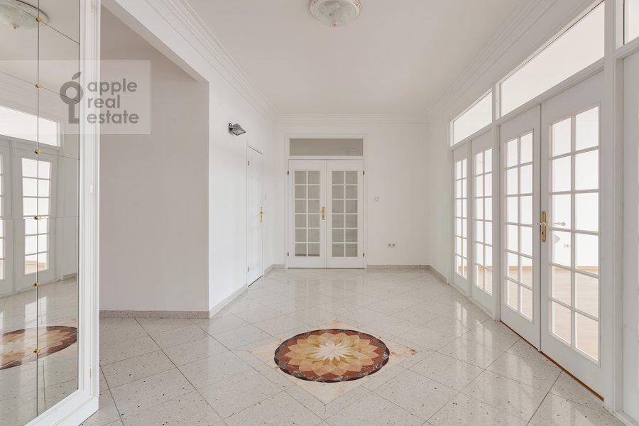 Коридор в 4-комнатной квартире по адресу Вересаева 6