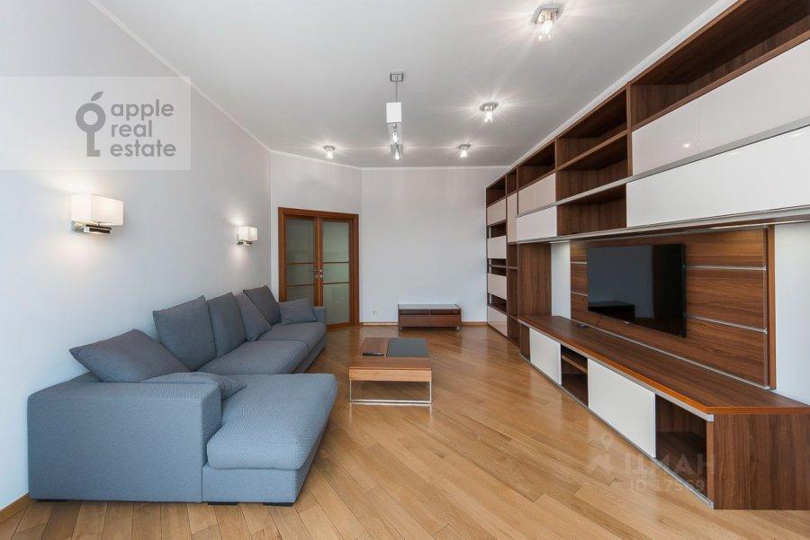 Living room of the 3-room apartment at Usacheva ulitsa 2s 3