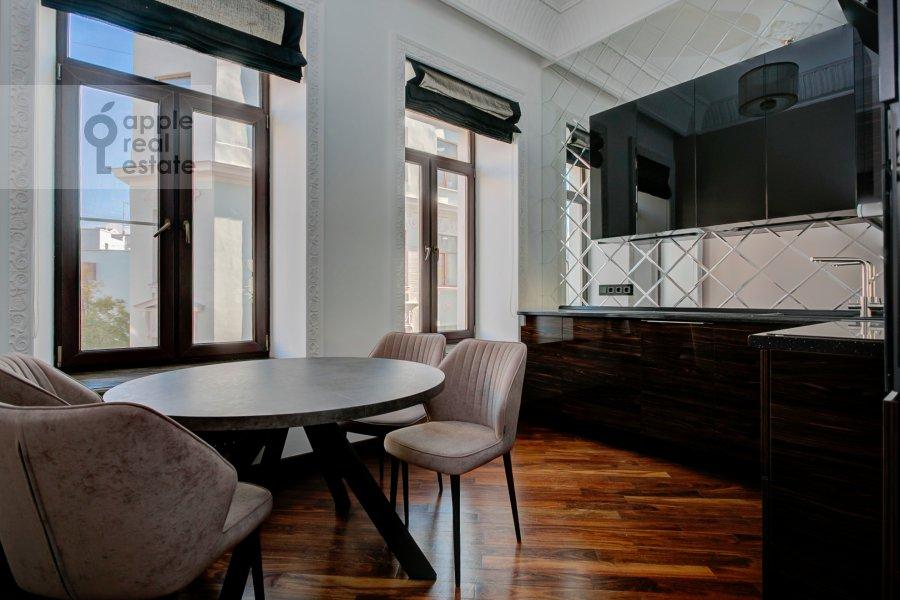 Гостиная в 2-комнатной квартире по адресу Мерзляковский переулок 13