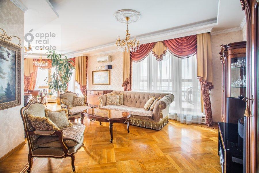 Гостиная в 4-комнатной квартире по адресу Страстной бульвар 10к1