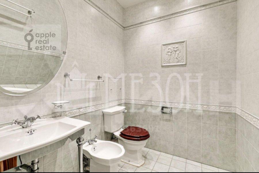 Bathroom of the 4-room apartment at Leninskiy prospekt 128K1