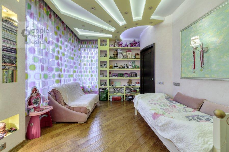 Children's room / Cabinet of the 5-room apartment at Voskresenskaya ulitsa 4/28A