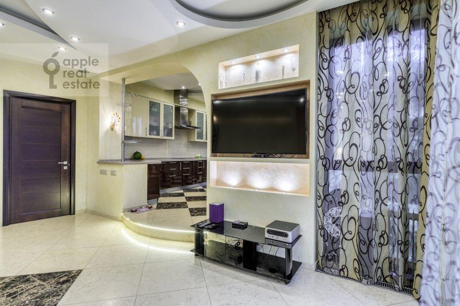5-room apartment at Voskresenskaya ulitsa 4/28A