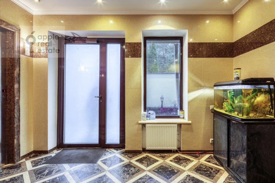Corridor of the 5-room apartment at Voskresenskaya ulitsa 4/28A
