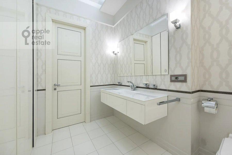 Bathroom of the 3-room apartment at Minskaya ulitsa 1GK1