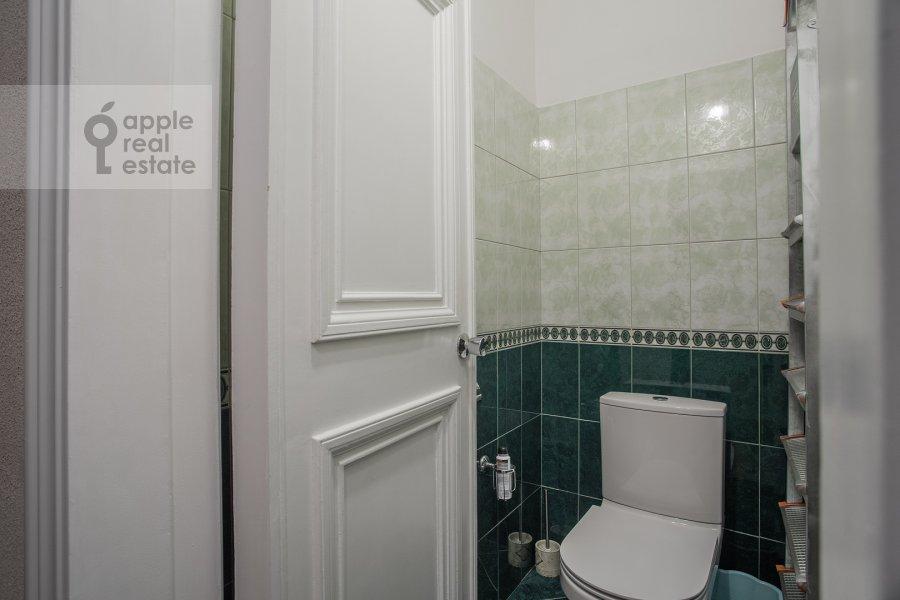 Bathroom of the 2-room apartment at Kudrinskaya ploshiad' 1