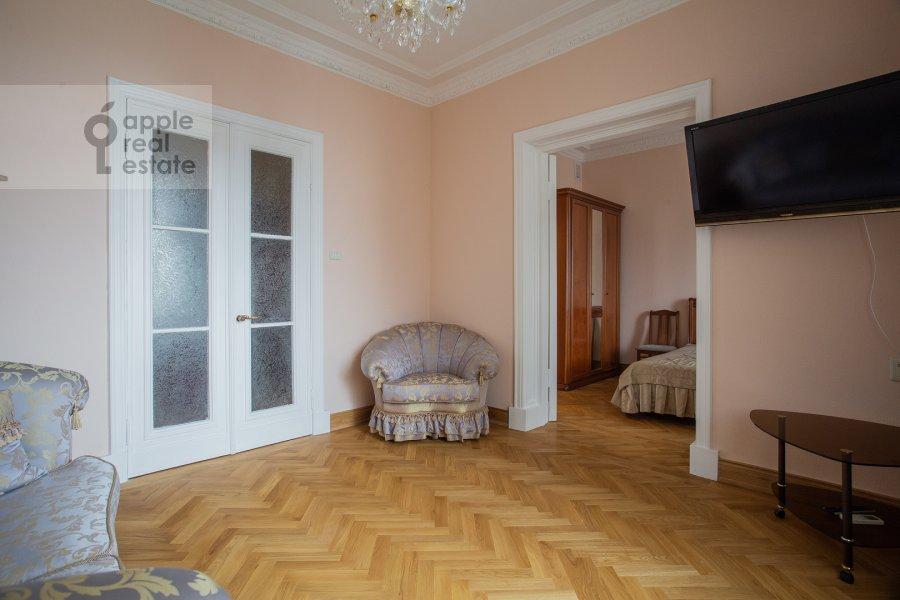 Living room of the 2-room apartment at Kudrinskaya ploshiad' 1