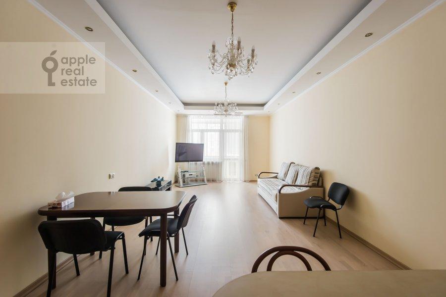 Living room of the 3-room apartment at ulitsa Marshala Biryuzova 31