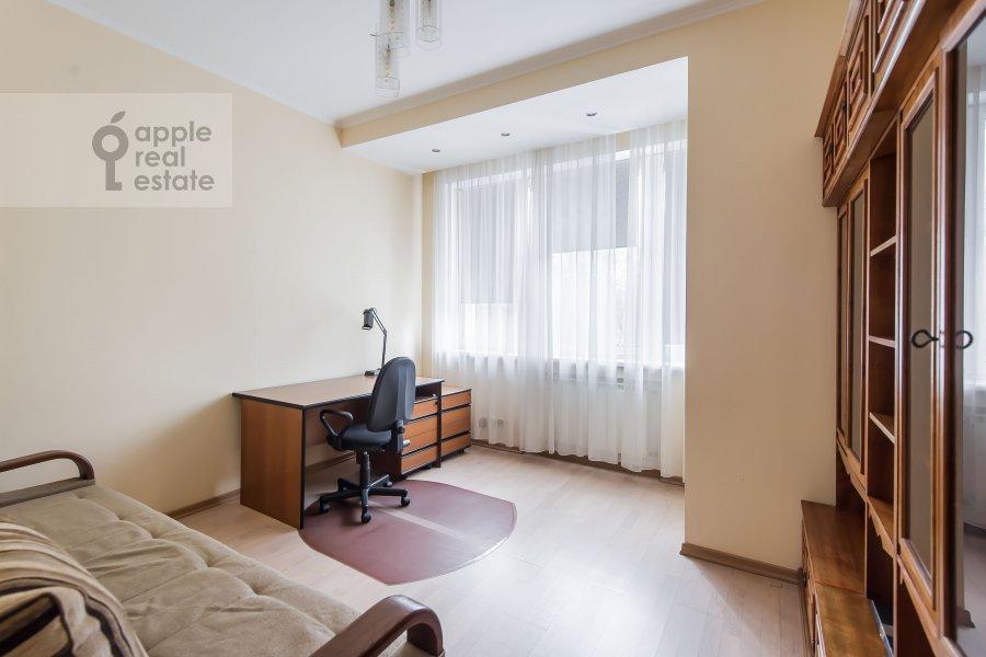 Детская комната / Кабинет в 3-комнатной квартире по адресу улица Маршала Бирюзова 31