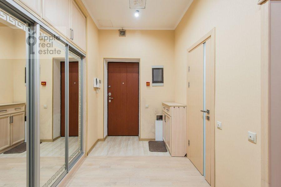 Corridor of the 3-room apartment at ulitsa Marshala Biryuzova 31