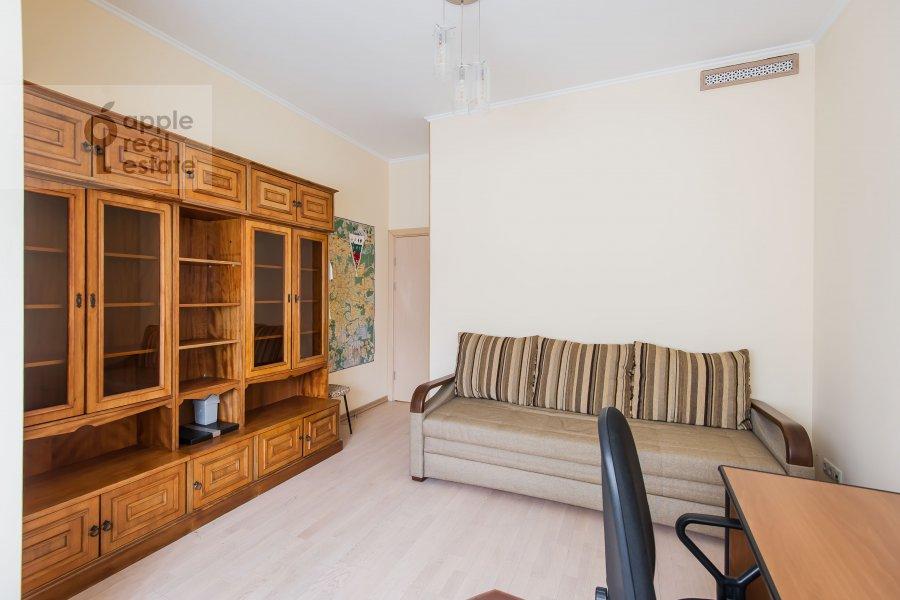 Children's room / Cabinet of the 3-room apartment at ulitsa Marshala Biryuzova 31