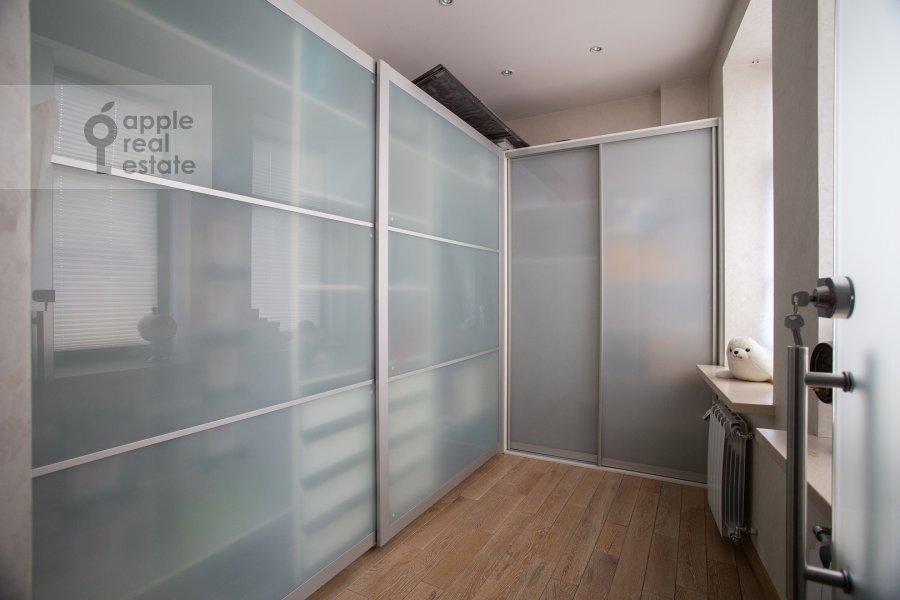 Гардеробная комната / Постирочная комната / Кладовая комната в 3-комнатной квартире по адресу Лялин переулок 19к1