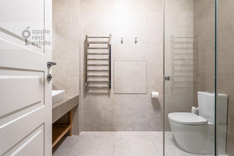Bathroom of the 4-room apartment at Beregovaya ulitsa 4K1